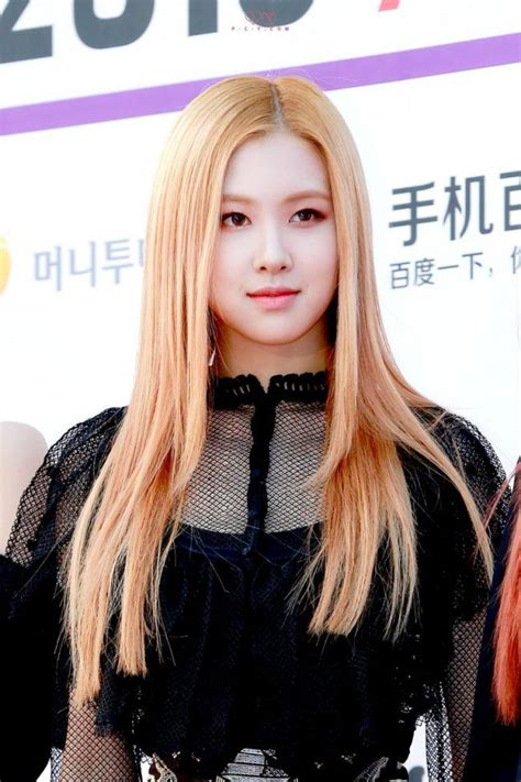 blackpink rose looks like a heavenly goddess at red carpet