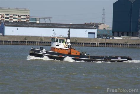 river thames boat licence fees tug boat on the river thames pictures free use image 31
