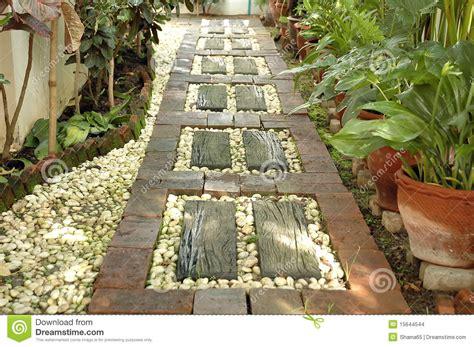 El Camino Patio by Camino En El Patio Trasero Imagenes De Archivo Imagen