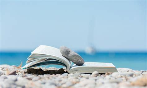 a seaside books libri da leggere in estate i 10 consigliati da portare
