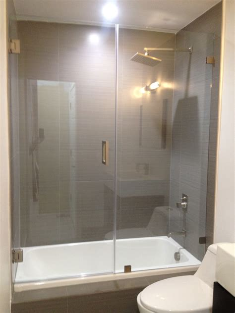 bathtub glass shower doors framelessshowerglassdoors com