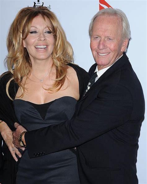 Linda Kozlowski Paul Hogan Wife | chris hemsworth buys paul hogan s malibu home
