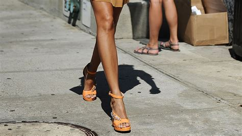 10 Spray Tan Tips You Absolutely Need to Know Before Your