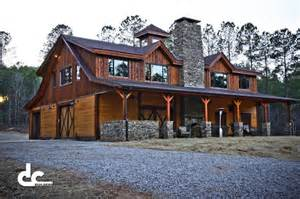Houses With In Quarters Traditional Looking Newnan Barn Home With Rustic Finish