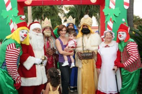imagenes de los reyes magos y santa clos expo feria de navidad
