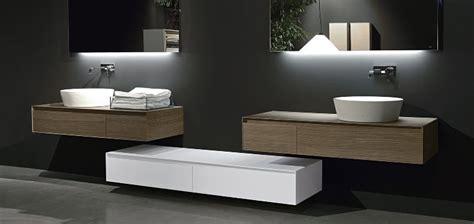 Charmant Peinture Laque Salle De Bain #1: meuble-vasque-salle-bain-moderne-bois-massif-blanc-laqu%C3%A9-miroir-carrelage-sol.jpg