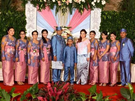 Kebaya Keluarga inspirasi model seragam keluarga pengantin
