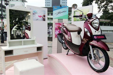 Yamaha New Fino Premium 125 Bandung Sumedang Cimahi sasar wanita stylish yamaha new fino 125 blue dijual