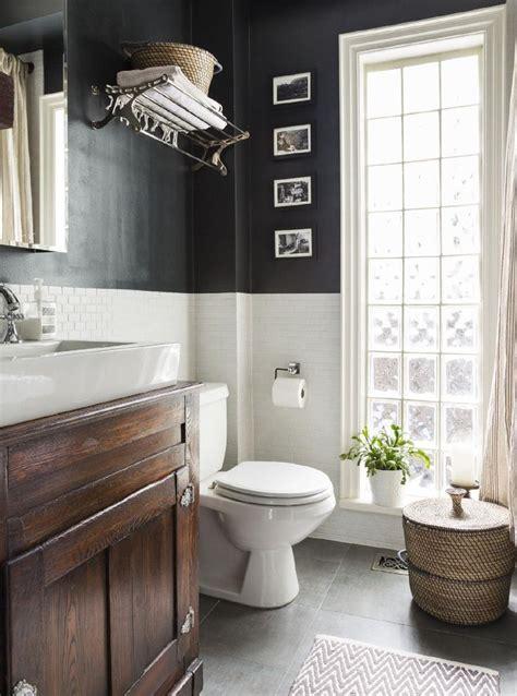 Black And White Bathroom Wall