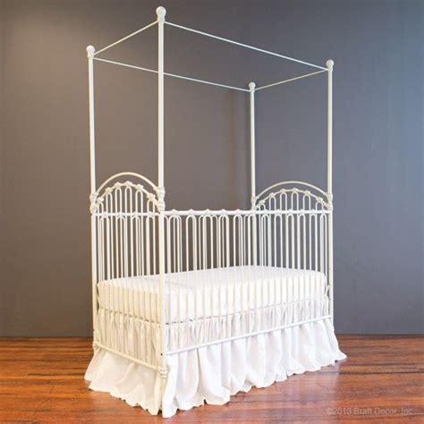 Bratt Decor Venetian Crib Antique White by Venetian Crib Antique White S Bedroom Ideas