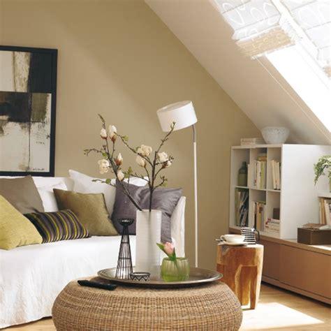 wohnung farblich gestalten wohnzimmer mit dachschr 228 gestalten