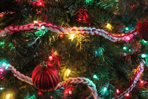 crocheted christmas tree garland ideas easy diy peppermint twist crochet garland
