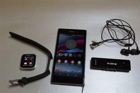 Smartwatch Xperia file sony smartwatch xperia z1 sbh52 1 jpg wikimedia commons