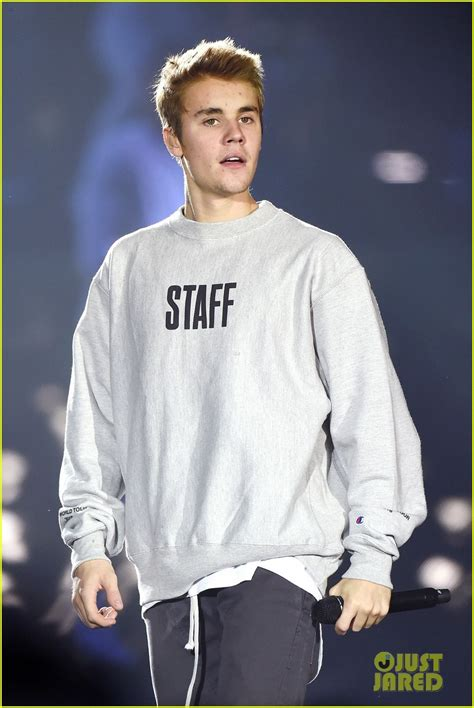 Justin Beiber Stops by Justin Bieber Tells Fans To Stop Screaming Again At Second