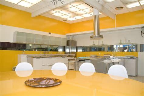 come pulire la cucina come pulire a fondo la cucina sgrassandola con prodotti