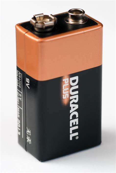 Batre Alkaline 9 Volt by Nine Volt Battery