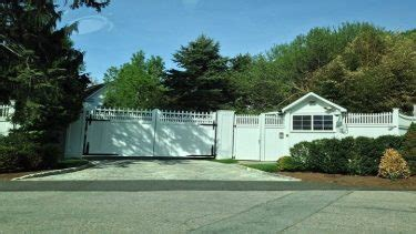 photos hillary clinton s protective wall around chappaqua politics archives the federalist papers