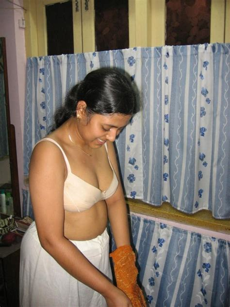bathroom xxx indian sexy bhabhi naked bathroom with husband xxx chudai
