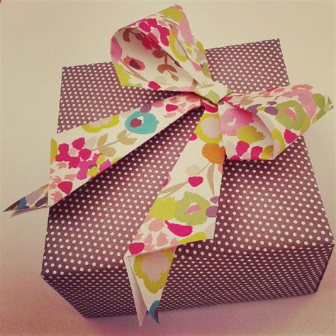 Origami Gift Bow - the bumbling bee guest post how to make an origami bow