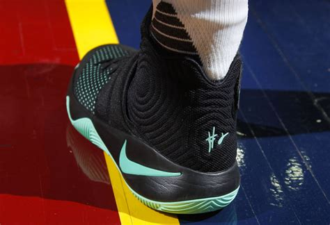 Kyrie Irving 2 solewatch kyrie irving debuts the green glow nike