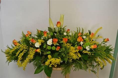 fiori e mimose composizione fiori regalare fiori creare composizioni
