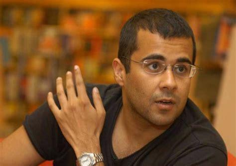 chetan bhagat biography in english award wapsi has become fashion says chetan bhagat