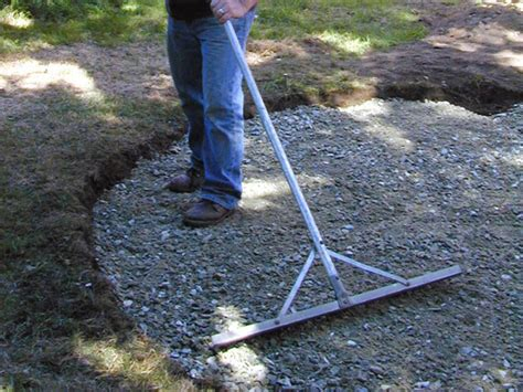 Gravel For Patio Base by How To Lay A Circular Paver Patio How Tos Diy