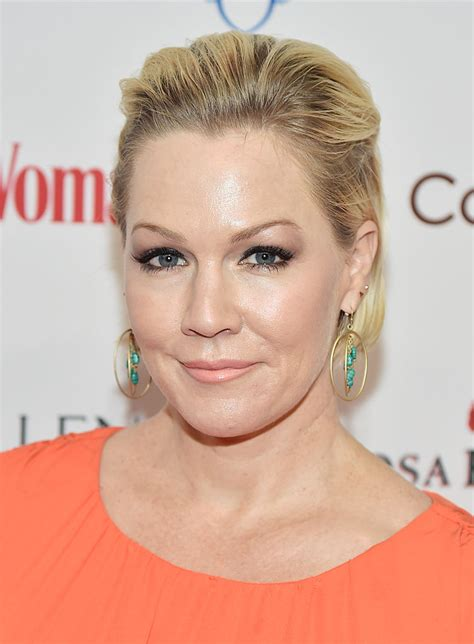 Restaurants For Christmas Party - what jennie garth eats to stay healthy jennie garth diet delish com