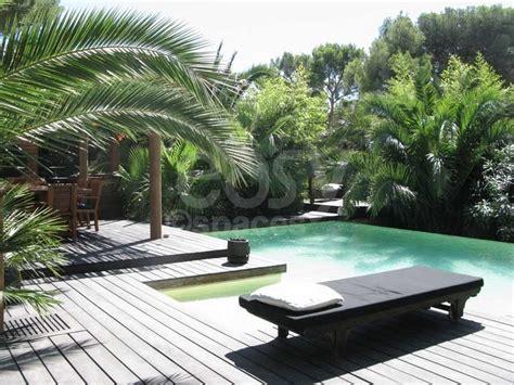 location maison en bois avec piscine jardin exotique pour photos tournages Marseille Lieux Lieu