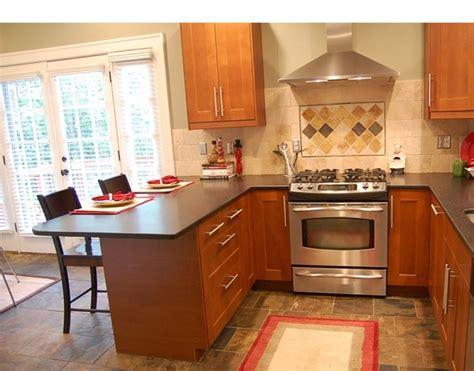picture  small kitchen  peninsula home kitchen