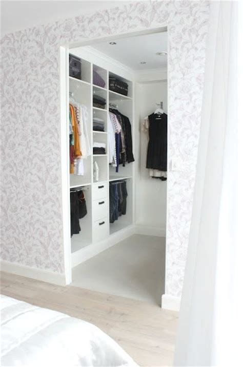 Walk In Closet Small by 4 Small Walk In Closet Organization Tips And 28 Ideas