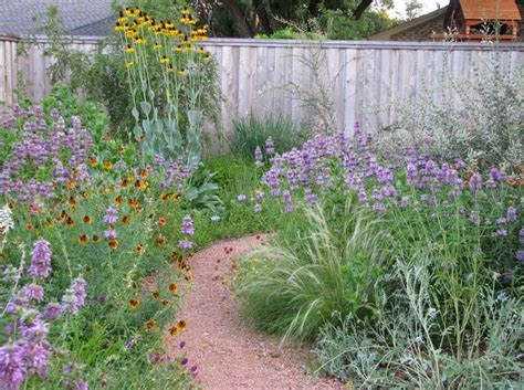 Prairie Lawn And Garden by Best 25 Prairie Garden Ideas On Prairie Look