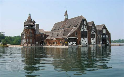 boat sinking near put in bay boldt castle yacht club now this is a boat house via