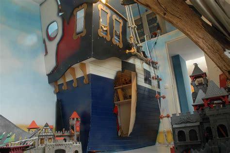 tente de lit pirate lit pirate enfant avec la forme d un vrai bateau cabanologue