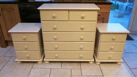 Matching Dresser And Chest Of Drawers Chest Of Drawers And 2 Matching Lockers For Sale In