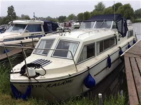 Boats With Cabins For Sale by Viking 26 Wide Beam Boat For Sale Quot Four Candles Quot At Jones