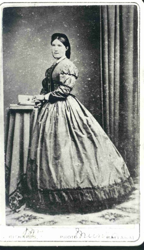 gold bell e s women s fashion in the 1850s