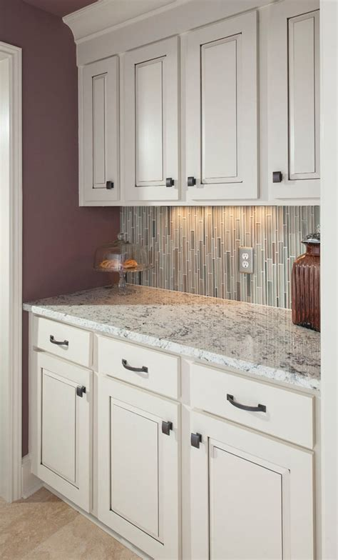 white granite countertops for a fantastic kitchen decor