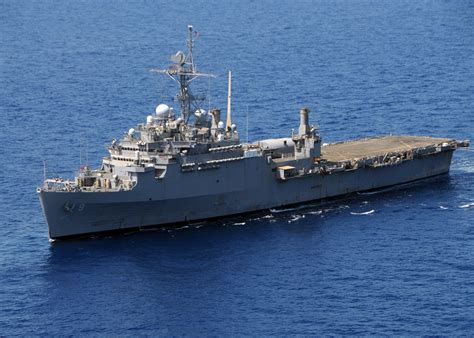 catamaran aircraft carrier wiki file us navy 100314 n 0120a 297 uss denver lpd 9 cruises