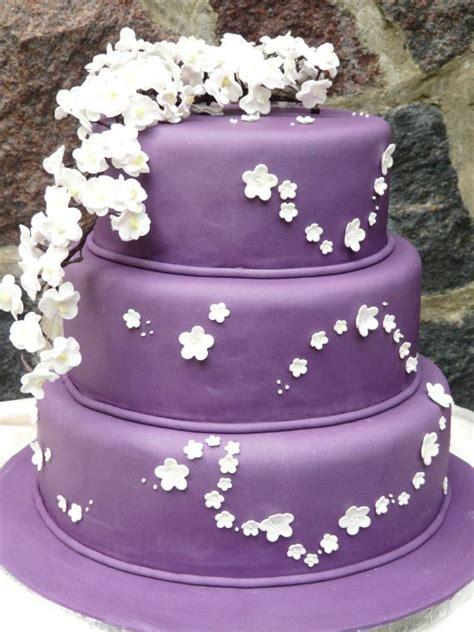 Hochzeitstorte Violett by Besondere Anl 228 Sse 1 187 Violette Hochzeitstorte Mit