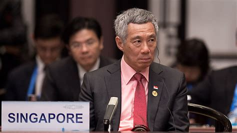 singapore pm lee hsien loong shares grief after death of singapore prime minister denounced by siblings