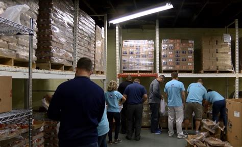Tri County Food Pantry by Fifth Third Employees Volunteer At Tri State Food Bank 44news Evansville In 44news