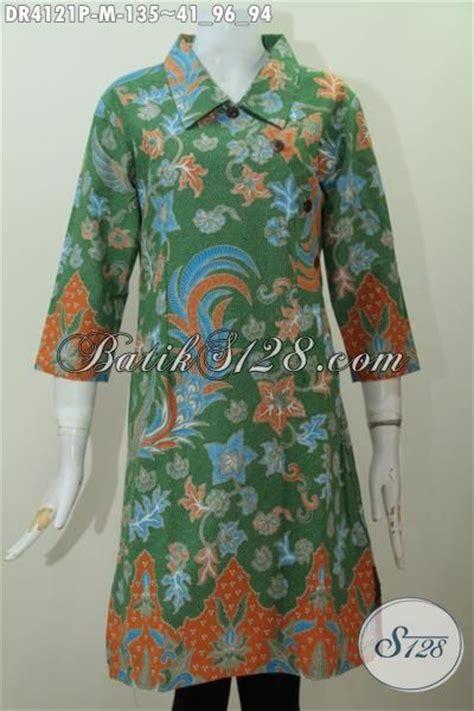 desain baju batik hijau dress batik formal desain mewah dengan kancing model