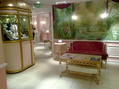Parfum Ambassador Ritz Black buckingham palace bathrooms seamlessly and the warm