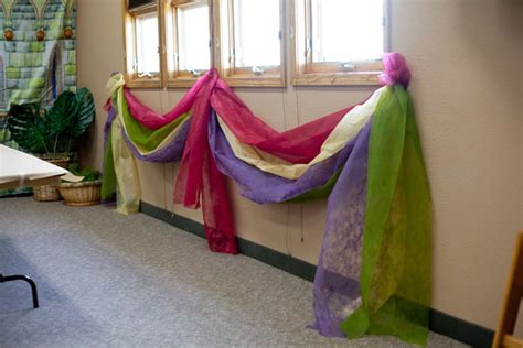add some flare to your kingdom rock vbs 2013 hallway idea