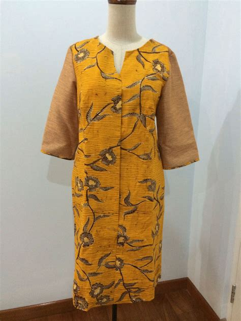 Roro Set Batik shirt dress made from batik madura dress is made by