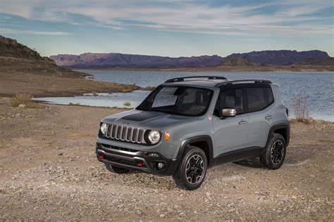 Jeep With Best Mpg 2015 Jeep Renegade Trailhawk Front Three Quarters 03