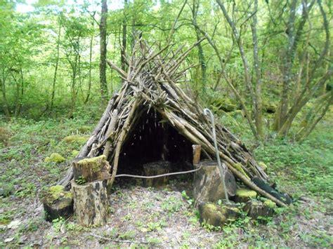 une hutte une hutte pr 232 s d une rivi 232 re les terres froides