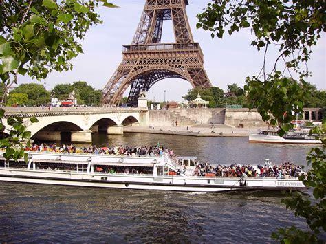 bateau mouche on river seine near the pont d i 233 na and eiff - Bateau Mouche Seine