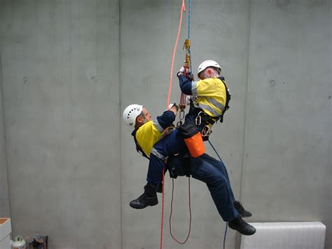 rescue to emergency rescue tower rescue course